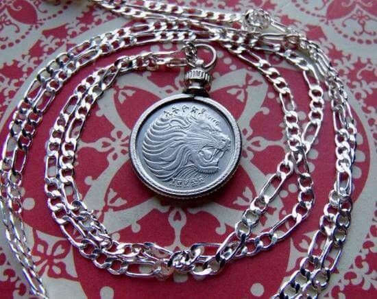 Bezel pendants that allow the bearer to wear a coin as jewelry are perennial favourites among Silver Christmas Gifts